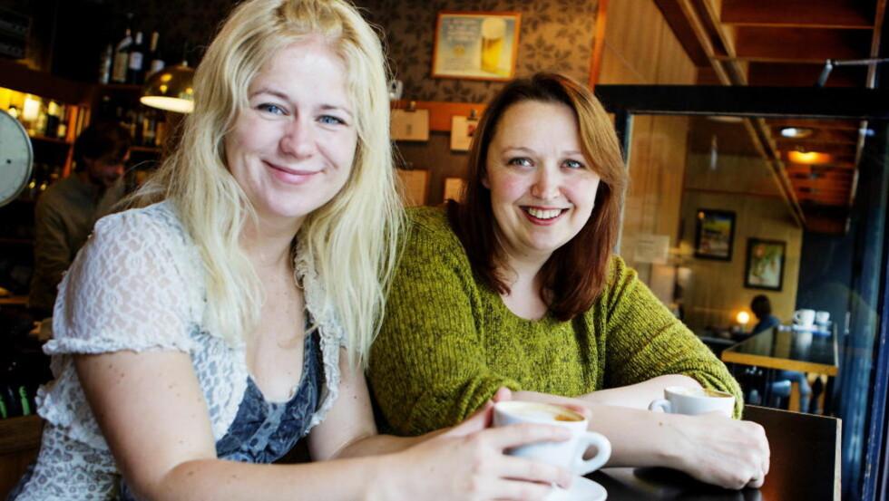 DEBUTERER SAMMEN: Venninnene Tonje Tornes (t.v.) og Siri Pettersen debuterer med hver sin fantasyserie, samtidig og på samme forlag. Begge har tegneserie-bakgrunn. Foto: Christian Roth Christensen / Dagbladet