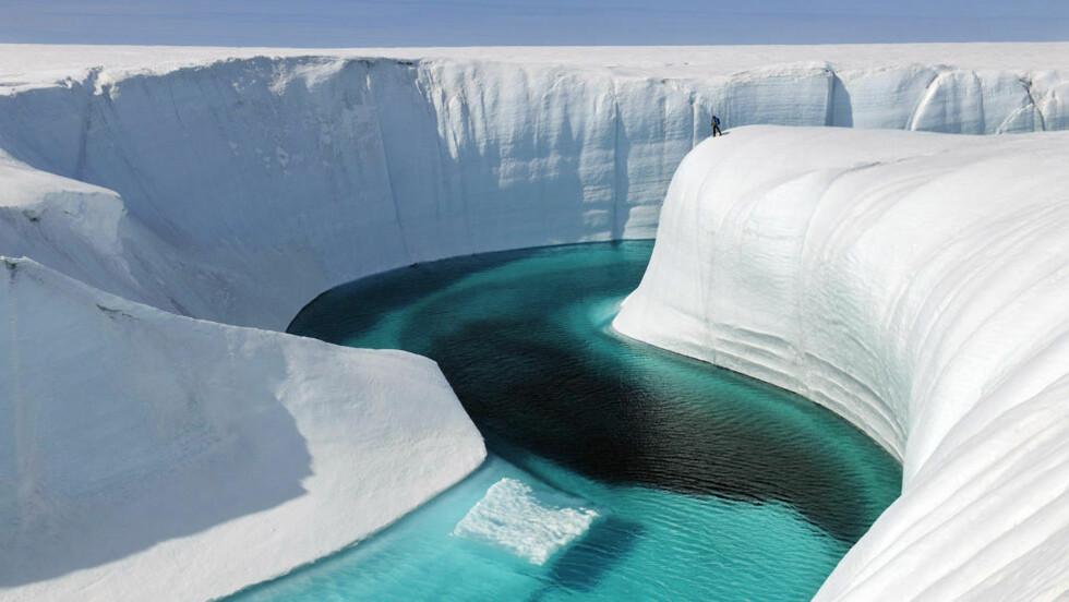 MER IS: Siden i fjor har andelen isdekket hav økt med 60 prosent, og flere eksperter spår en periode med global temperaturnedgang. Bildet viser   Birthday Canyon på Grønland hvor fotograf  James Balog har fulgt isens tilbakegang over en lang periode. Foto: NTB Scanpix / AP Photo/Extreme Ice Survey, James Balog