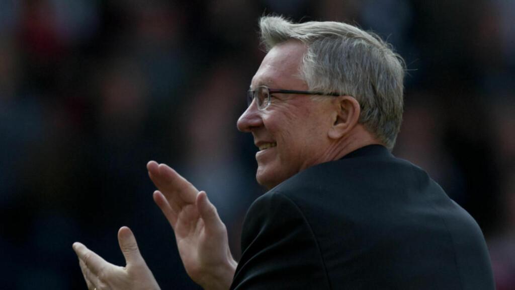 ANERKJENNELSE:  Sir Alex Ferguson har fra før av både fått sin egen statue og tribuneseksjon på Old Trafford oppkalt etter seg. Nå får han også en gate i sitt navn. Foto: AP Photo / Jon Super