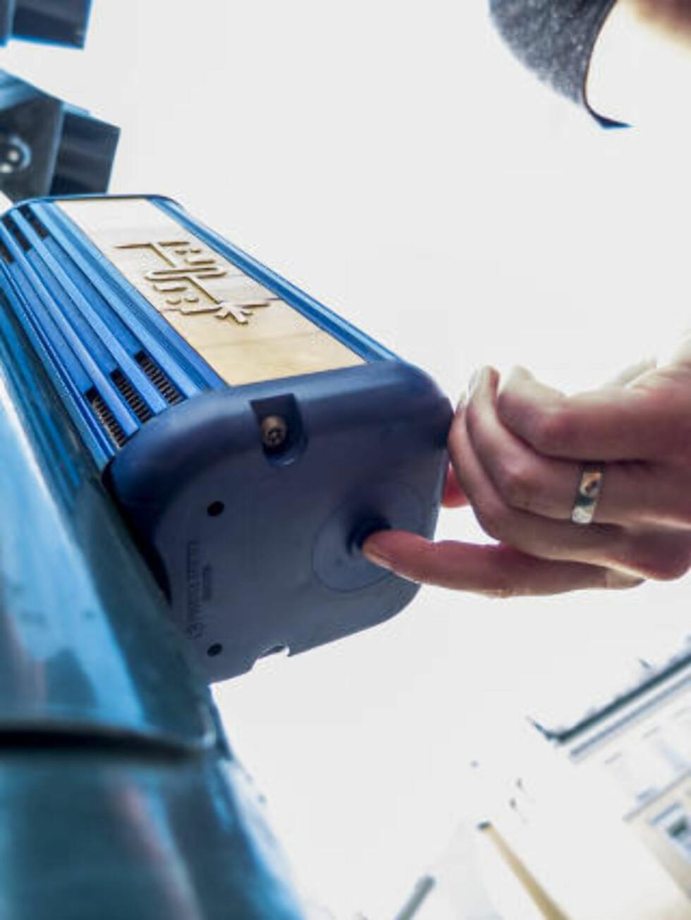 SE SELV: Her er den. Den hemmelige knappen som gir deg utvidet grønn mann er ikke en urban legende, men hjelp for gamle og svaksynte. Foto: PER ERVLAND / DINSIDE