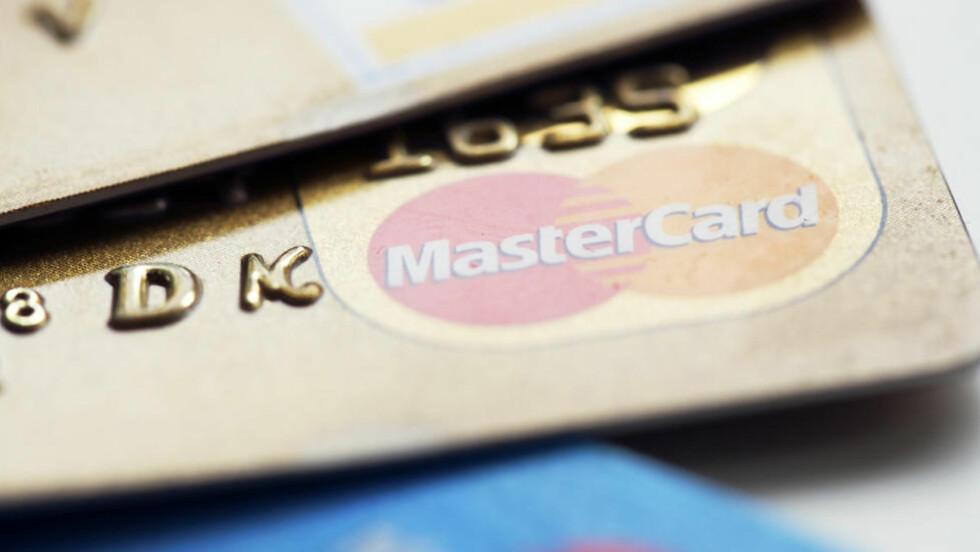KREDITTKORT: Betaler du ved forfall er kredittkortet gunstig å bruke på ferien, men dropp uttak i minibanken. Foto: COLOURBOX.COM