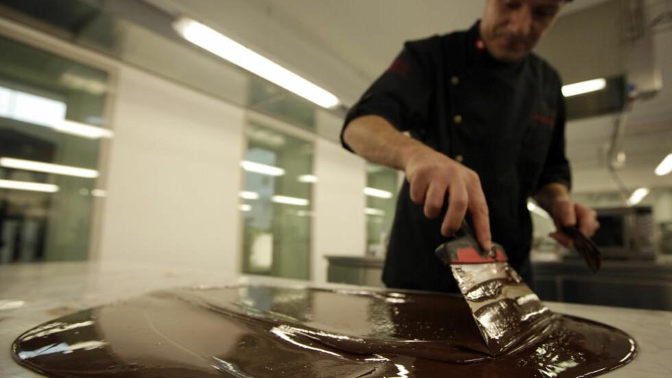 SJOKO-SVEITS: Er du ihuga sjokoladeelsker bør du en gang i livet ha vært innom den sveitsiske sjokoladeprodusenter Cailler, mener National Geographic. Foto: REUTERS/DENIS BALIBOUSE