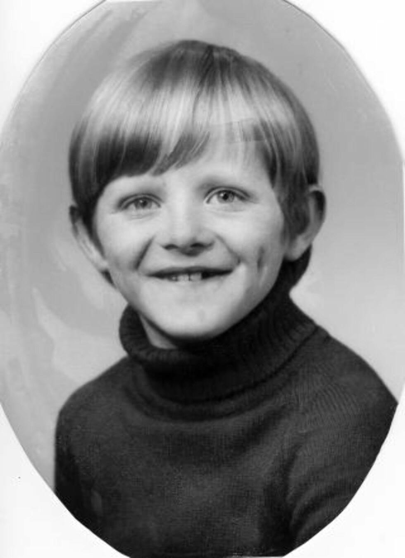 FRA MOSTER: Kenneth Sivertsen omlag 7 år gammal. Han vokste opp på øya Moster på Bømlo. Foto: Privat