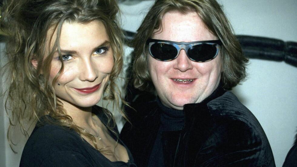 KULT PAR: Hun var 18, han 32 da de møttes i Bergen i 1992. De ble kjærester, suksessrike artister og pressens favoritter. Her fra et gjensyn i 1998, et halvt år etter bruddet. Foto:Eivor Eriksen