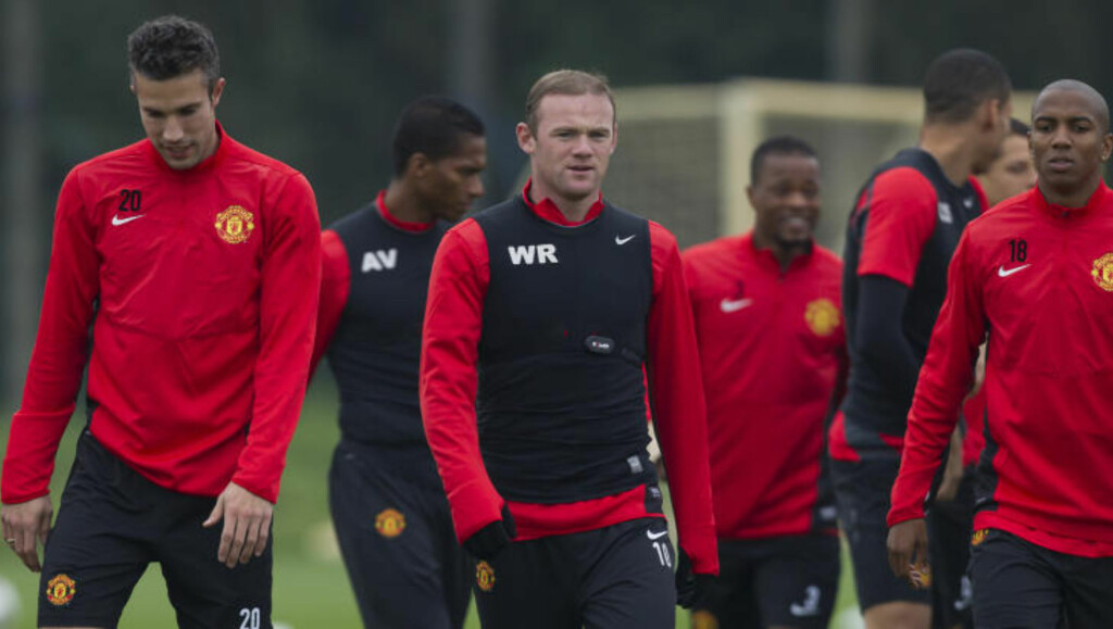 FORBEREDER KAMP:  Robin van Persie, Wayne Rooney og de andre United-gutta trente på Carrington i går, før kampen mot Shakhtar Donetsk i dag. FOTO: NTB SCANPIX