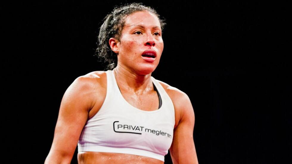 MED HJELM I NORGE? Siv Jensen sier at Cecilia Brækhus nå snart vil kunne bokse proffkamper i Norge. Men spørsmålet er om den såkalte knockoutloven vil hindre henne i å bokse uten hjelm. Foto: Vegard Grøtt / NTB Scanpix