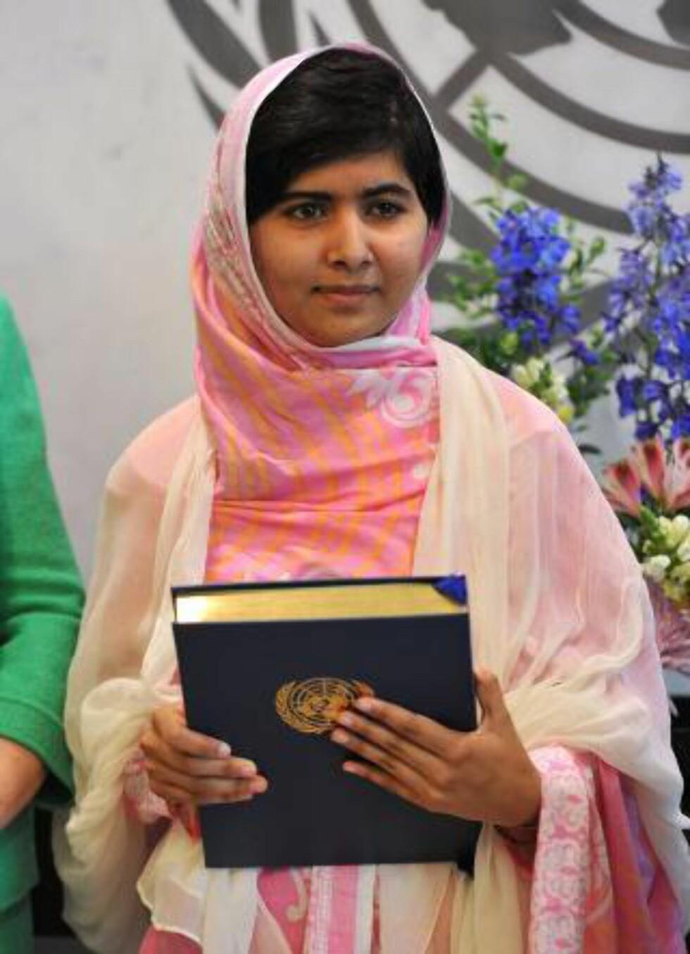 HISTORISK TALE:  Under ett år etter at hun ble skutt, på sin egen 16-årsdag, holdt Malala en tale i FN. Foto: Stan Honda / AFP / Scanpix