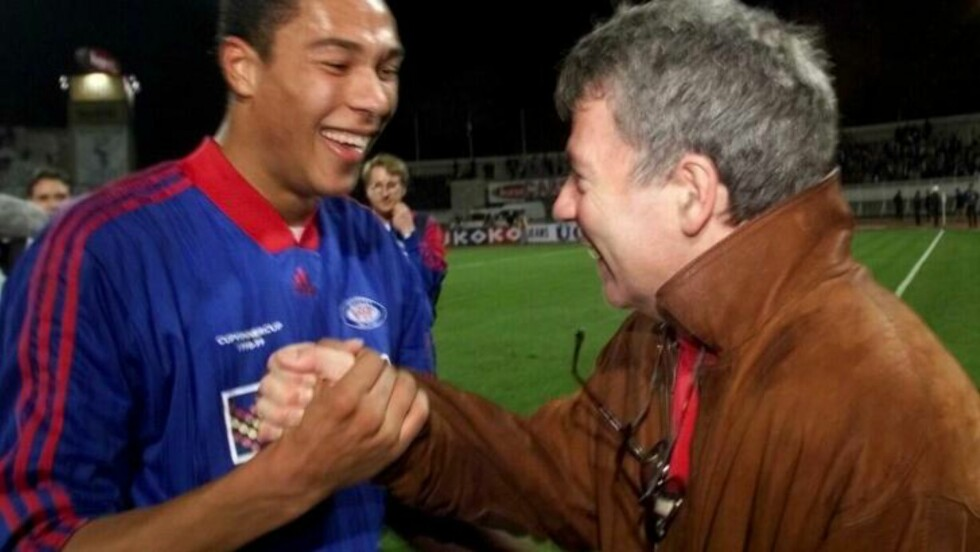 1998: Vålerengas Egil Olsen og John Carew jubler etter 3-3 mot Besiktas i 1998.  Scan-Foto: Tor Richardsen