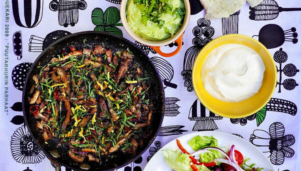 FREDAGSKOS: Taco smaker ekstra godt med til hjemmelaget tilbehør. Karla Siverts har gode oppskrifter på både salsa og guacamole, samt hjemmelagde tacolefser og langtidsstekt svinekjøtt. Foto: METTE MØLLER