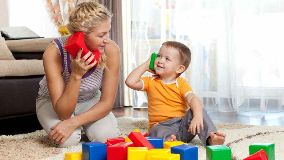 SNAKK MYE: - Forståelsen er større enn ordforrådet. Snakk mye med barnet, så kommer ordene, sier språkforsker. Foto: COLOURBOX.COM