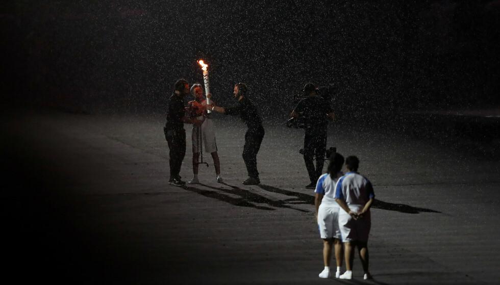 FIKK HJELP: Marcia Malsar fullførte etappen. Foto: Andrew Matthews/PA Wire