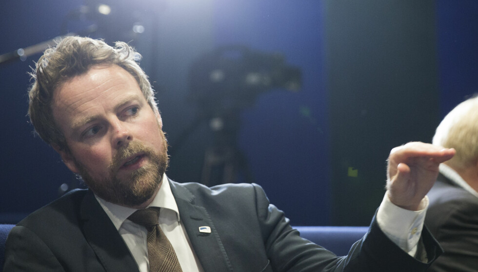STRYK: Torbjørn Røe Isaksen får karakteren stryk av en bekymret mor. Foto: Berit Roald / NTB scanpix
