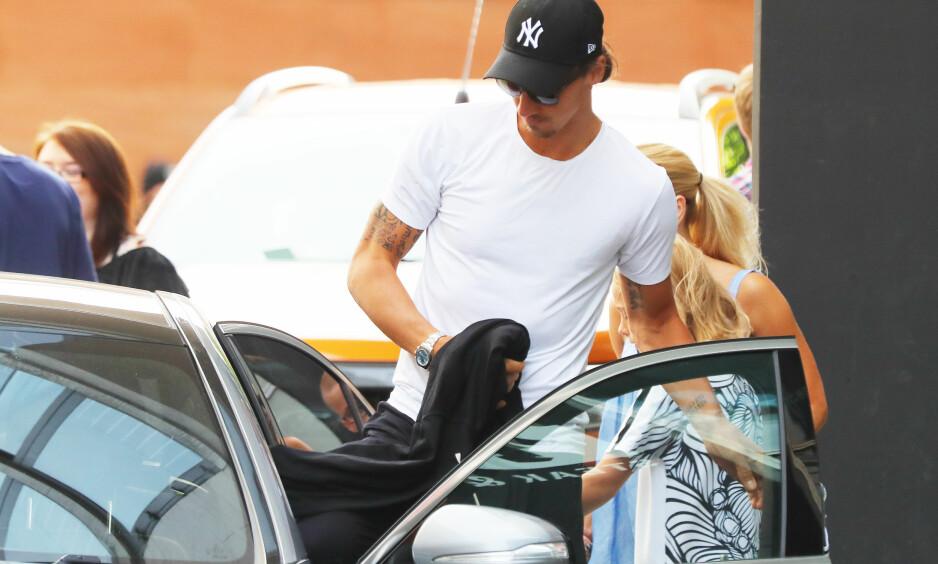 SKJERMES: Zlatan Ibrahimovic og hans familie skjermes av hotellet i Manchester. Ifølge avisa Bild har familien en egen dør i kjelleren på hotellet. Foto: Eamonn Clarke / PA / NTB Scanpix