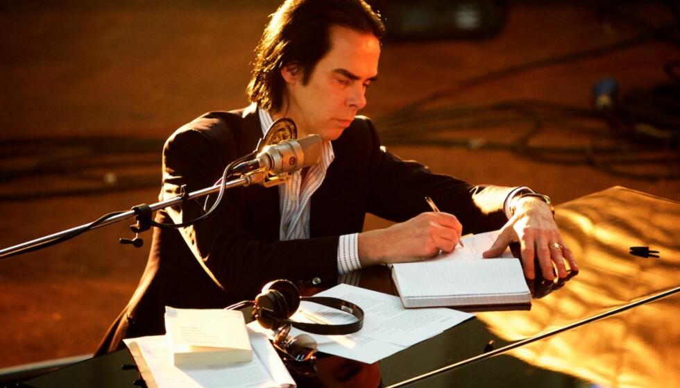 DOKUMENTAR: Nick Cave i dokumentarfilmen «One More Time With Feeling», som ble vist på over 650 kinoer i går - og bare i går. I dag kom albumet «Skeleton Tree» . Foto: Playground