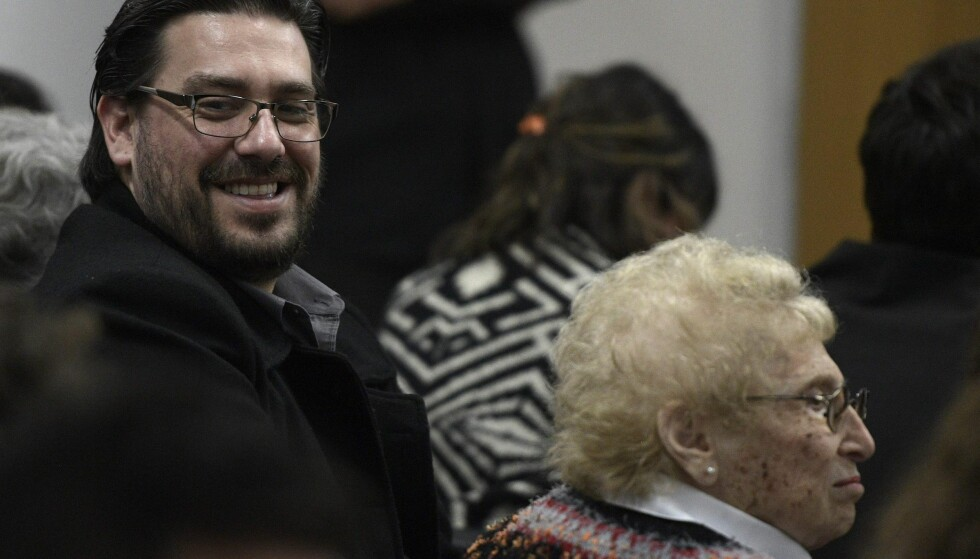 SØNNEN: Guillermo Pérez Roisinbilt trodde i 21 år at Francisco Gomez var hans far. Nå er Gomez dømt for bortføringen og drapet på hans biologiske foreldre. Foto: AFP PHOTO / JUAN MABROMATA / NTB scanpix