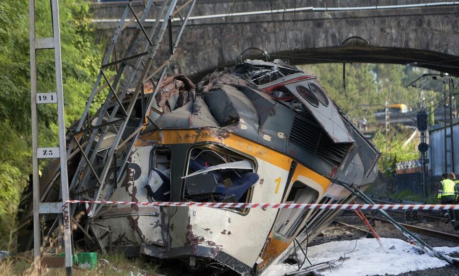 KRASJET: Tre personer er bekreftet omkommet i ulykken. Foto: EPA / SALVADOR SAS / NTB scanpix
