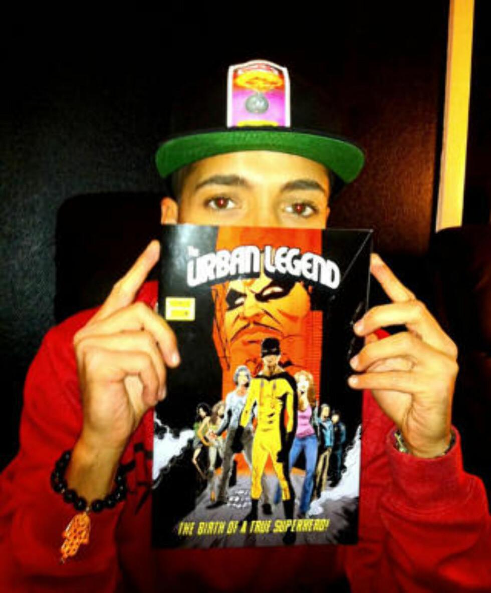 BHATTI: Artist Omer Bhatti poserer med «The Urban Legend.»