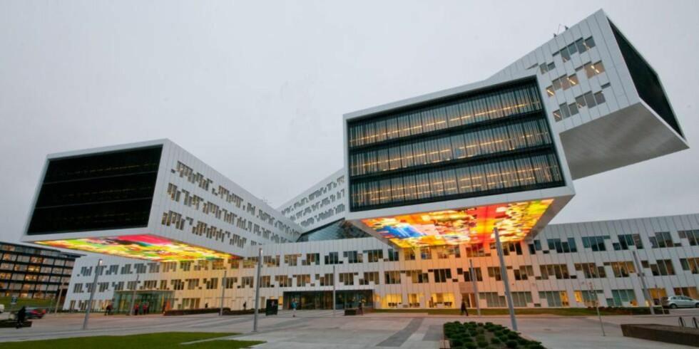 MONUMENTALT: Statoils nye regionkontor på Fornebu har unektelig en form som skaper oppsikt, også utover Norges grenser. FOTO: Trond Joelsen