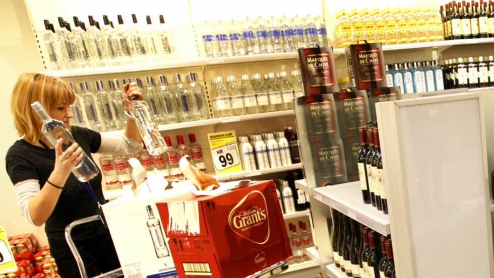 KVOTEFYLL: Størsteparten av salget dreier seg nok om å fylle kvoten med enklere viner og spare noen kroner i forhold til vanlige priser. Men det er altså ikke umulig å gjøre gode kjøp av kvalitetsvin på taxfree, skriver Robert Lie. Foto: Håkon Mosvold Larsen / SCANPIX