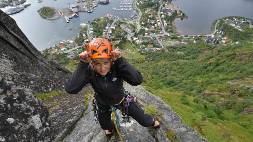 MOT TOPPEN: Marthe Kristoffersen har vært langt nede. Nå er langrennsstjerna på vei mot toppen igjen. Å klatre i fjell har vært et viktig element på veien tilbake fra sykdommen. Foto: BENT VIDAR EILERTSEN /SENJA LODGE & MOUNTAINGUIDE