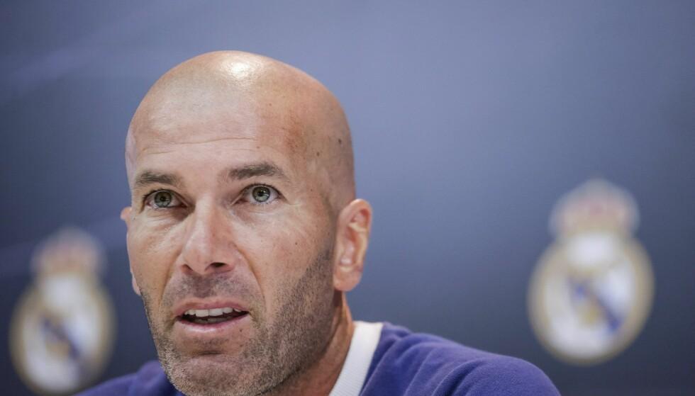 IKKE BLID: Real Madrid-manager Zinedine Zidane mener overgangsnekten er irriterende og håper det blir fikset. Foto: EPA/EMILIO NARANJO/NTB Scanpix