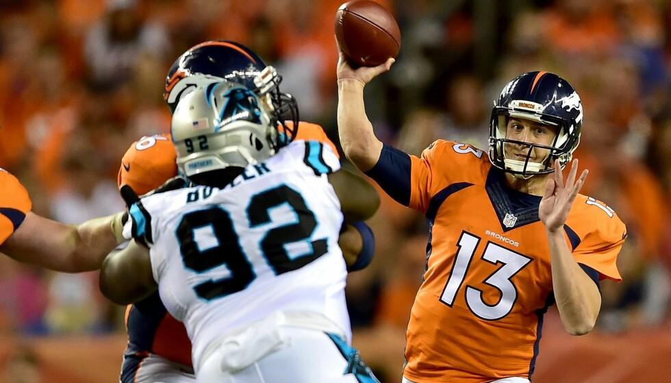 LEVERTE: Quarterback Trevor Siemian (t.h.) har tatt på seg en enorm oppgave med å fylle Peyton Mannings sko. I natt leverte han for Broncos mot Carolina Panthers. Foto: Dustin Bradford / Getty Images / AFP / NTB Scanpix