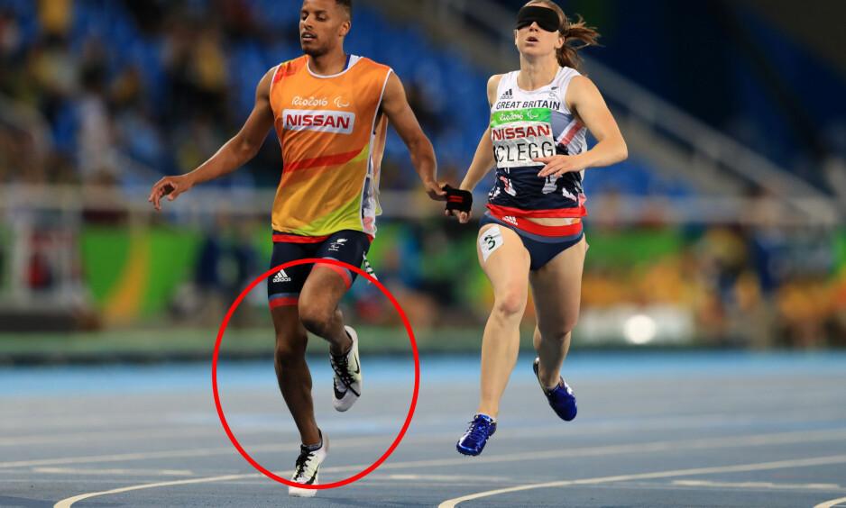 VERDENSREKORD VAKTE OPPSIKT: Libby Clegg løp inn til verdensrekord på 100 meter i Paralympics-klassen T11, men så hevdet motstandere at hun fikk hjelp av ledsageren som ifølge protesten passerte målstreken først. Foto: NTB Scanpix
