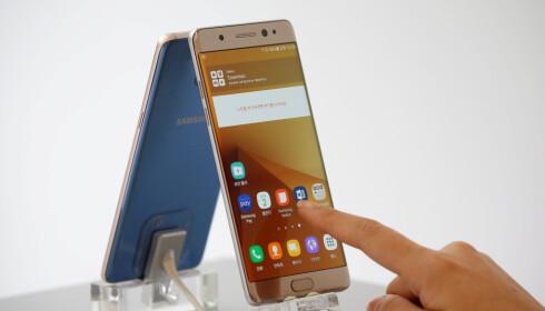 TILBAKEKALT: Samsung stoppet forrige uke salget av den nye Galaxy Note 7, og tilbakekalte telefonene som allerede var solgt. Foto: REUTERS/Kim Hong-Ji