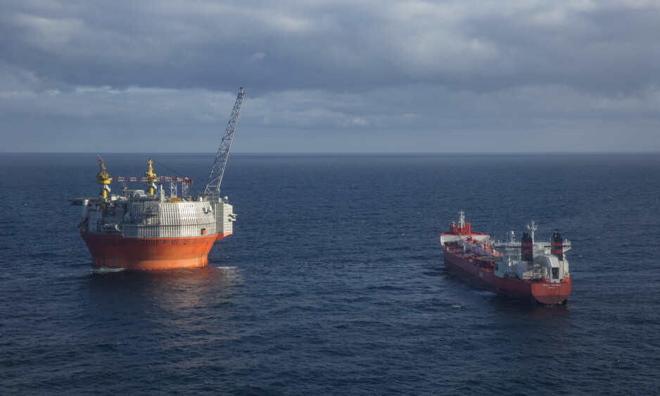 OLJEUTVINNING: Goliat-feltet utenfor Hammerfest er det første oljefeltet som kommer i produksjon i norsk del av Barentshavet. Oljen produseres om bord og sendes med tankere til Europa. Foto: Jan-Morten Bjørnbakk / NTB scanpix