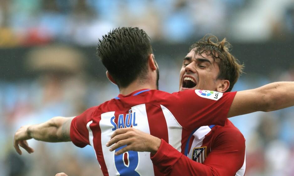 SEIRET: Antoine Griezmann (t.h.) scoret to av målene i det som var Atléticos første seier i høst. Madrid-klubben serieåpnet med uavgjort mot begge opprykkslagene Alavés og Leganés. Foto: EPA/Lavandeira jr./NTB Scanpix