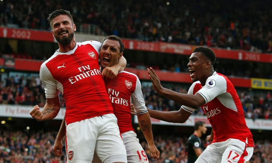 STRAFFET SAINTS: Arsenal var på vei mot nok et poengtap, men langt ut i overtiden scoret Santi Cazorla fra straffemerket i 2-1-seieren over Southampton. Foto: AFP PHOTO / Adrian DENNIS / NTB Scanpix