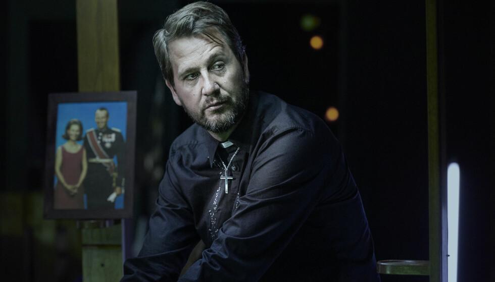 FAST I TROEN: Henrik Rafaelsen spiller Brand med rolig visshet. Foto: Øyvind Eide, Nationaltheatret