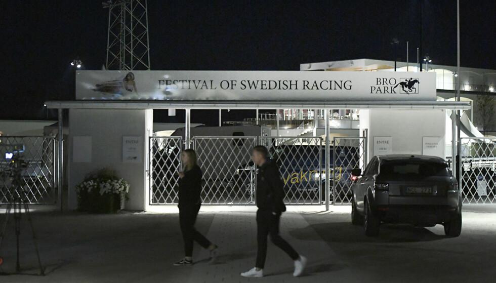 RAN: Tre personer skal ha begått et ran under et hesteløp i Sverige i kveld. Foto: Jessica Gow / TT / NTB Scanpix