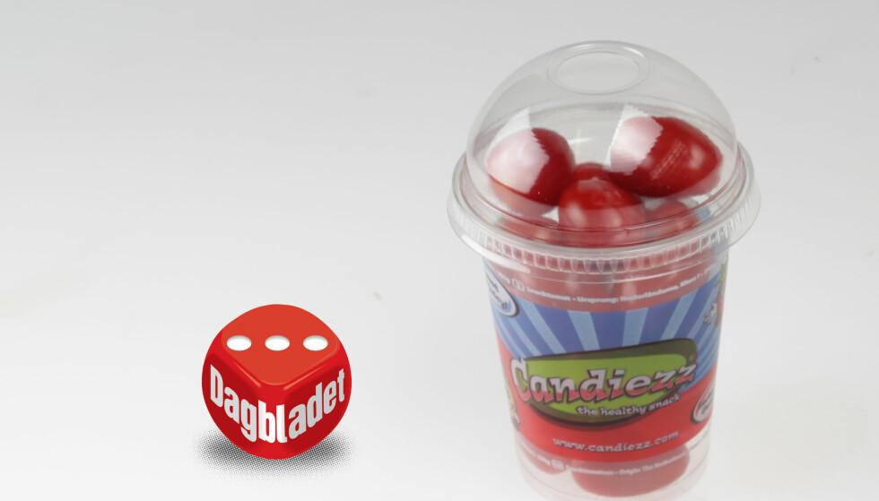 KLEBER SEG FAST: Snacktomaten har en kjerne av tomatsmak, men kleber seg til tennene.