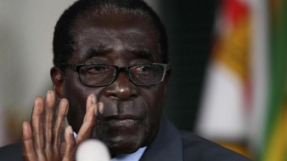 TREKKER SEG: Zimbabwes president Robert Mugabe (89) holdt en pressekonferanse før folket tok til urnene i dag tidlig. Han meddeler å trekke seg helt hvis han taper valget.  REUTERS/Philimon Bulawayo