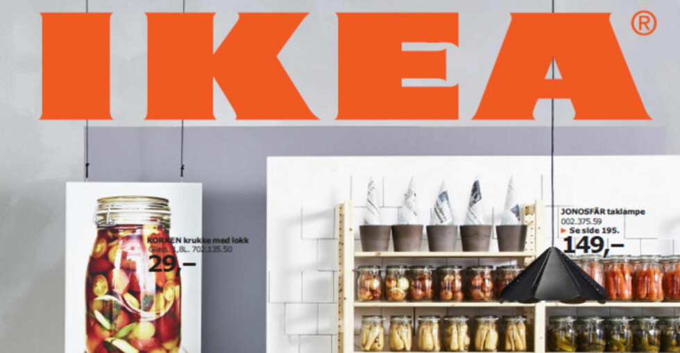 SYLTEKRUKKER:  På forsida av årets IKEA-katalog er det blant annet avbildet en rekke syltekrukker. Foto: IKEA