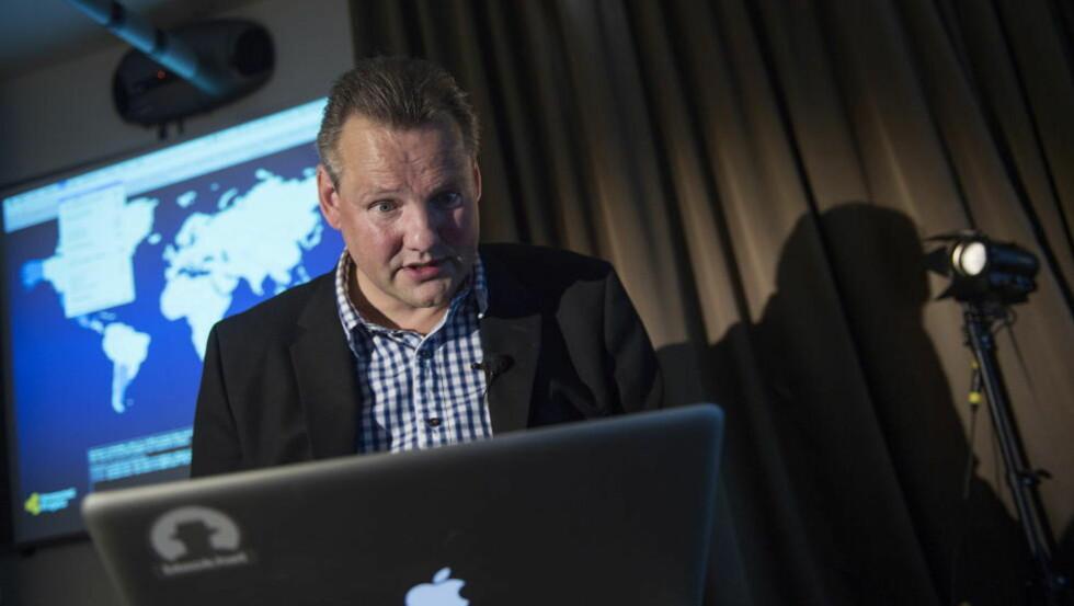 GIR RÅD: Seniorrådgiver Vidar Sandland i Norsis gir enkle råd om hvordan du skal sikre deg mot dataangrep. Foto: Øistein Norum Monsen / Datgbladet