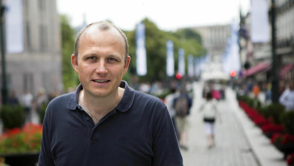 SAKTE-TV-KONGEN: Redaksjonsjef Rune Møklebust i NRK regnes som sakte-tv-formatets far, som nå skal selges som tv-konsept for NRK av et britisk selskap på TV-messa i Cannes. Foto: Anders Grønneberg