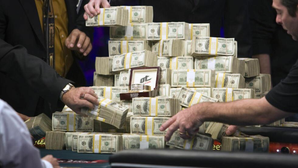 VEDDEMÅLENE:  Flere av pokerspillerene drømmer om å dinge den store premien. Flere ganger lokkes de inn i ville veddemål. Foto: Steve Marcus / Las Vegas Sun / REUTERS / NTB Scanpix