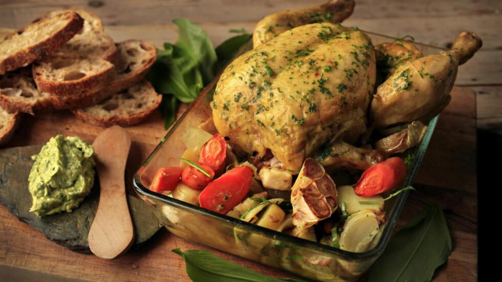 VELG RIKTIG: Hvitvin vil i mange tilfeller fungere vel så bra og i noen tilfeller også bedre enn en rødvin til kyllingen, skriver Dagbladets vinekspert Robert Lie.