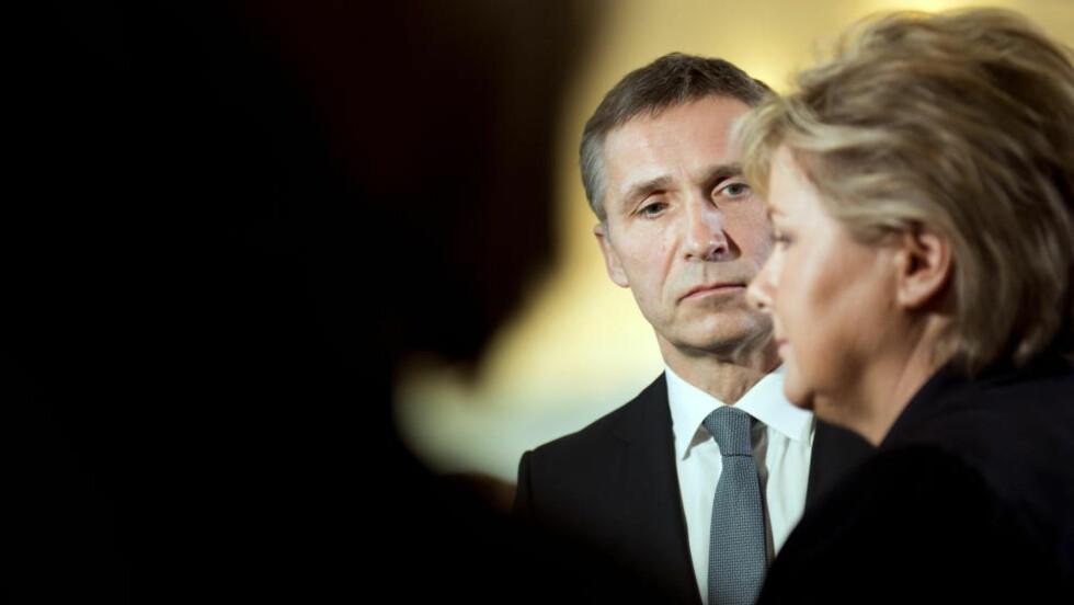 ANDRE INTERESSER: Da klima et kort øyeblikk dukket opp i partilederdebatten mandag kveld, fant Jens og Erna kjapt en måte å legge den død. Foto: NTB Scanpix