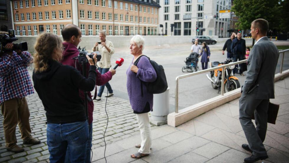 ORDKNAPP: Leder Eldbjørg Løwer i EOS-utvalget var ordknapp etter tilsynet tirsdag, men bekreftet at de var der i forbindelse med Etterretningstjenesten. Foto: Benjamin A. Ward / Dagbladet