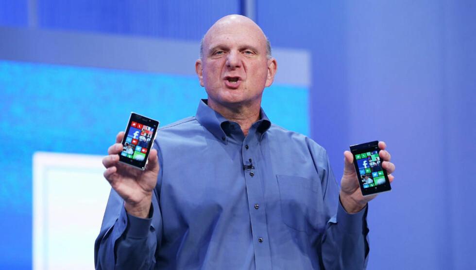 KASTER KORTENE: Steve Ballmer, Microsoft-sjefen businessmagasinet Forbes har kalt «den dårligste administrerende direktør i noe børsnotert amerikansk selskap», går av i løpet av de neste 12 månedene. Foto: Scanpix