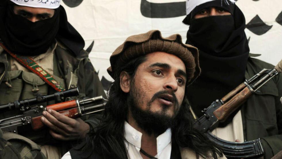 SKREV BREV: Talibans leder i Pakistan, Hakimullah Mehsud, skal i et brev til terrorgruppas talsmann ha beskrevet omfattende detaljer rundt selvmordsbombing-planer på den kommende valgdagen, lørdag. Bildet er hentet fra 2008. Foto: AFP / AMAJEED / NTB Scanpix