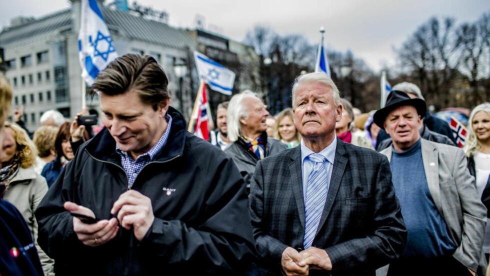 ASYLOMVELTNING: Frp i Oslo, med Carl I. Hagen og Christian Tybring-Gjedde i spissen, kommer til Frp's landsmøte med et forslag om å legge ned dagens asylordning. Foto: Stian Lysberg Solum / NTB scanpix