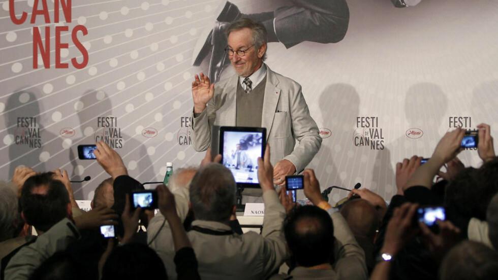 """VENDER HJEM: Steven Spielberg leder juryen for hovedkonkurransen under årets Filmfestival i Cannes, over tretti år etter at """"E.T."""" hadde premiere samme sted. Men Gullpalmen har han aldri fått. Foto: AFP/NTB Scanpix"""