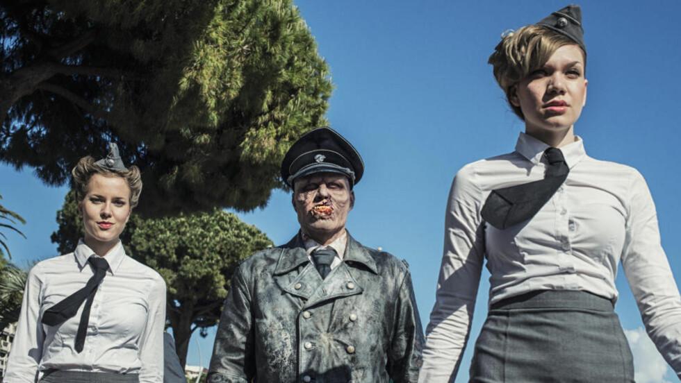 ZOMBIE: Skuespillerne entret byen Cannes i dag iført nazi-uniformer og zombie-sminke. Foto: Kjetil Omberg