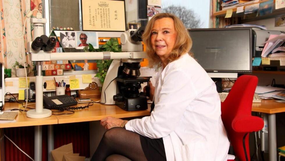 REVOLUSJON: - De siste 40-50 årene har det skjedd en enorm utvikling, nærmest en revolusjon i billeddiagnostikk, dvs alle typer røntgenundersøkelser som ultralyd, vanlig røntgen, MR,CT,PET - og disse teknikkene kan også benyttes ved undersøkelse av avdøde. Ved såkalt virtuell obduksjon, sier Borghild Roald, professor ved Universitetet i Oslo og seksjonsoverlege ved Avdeling for patologi. FOTO: Bjørn Inge Karlsen, HM Foto