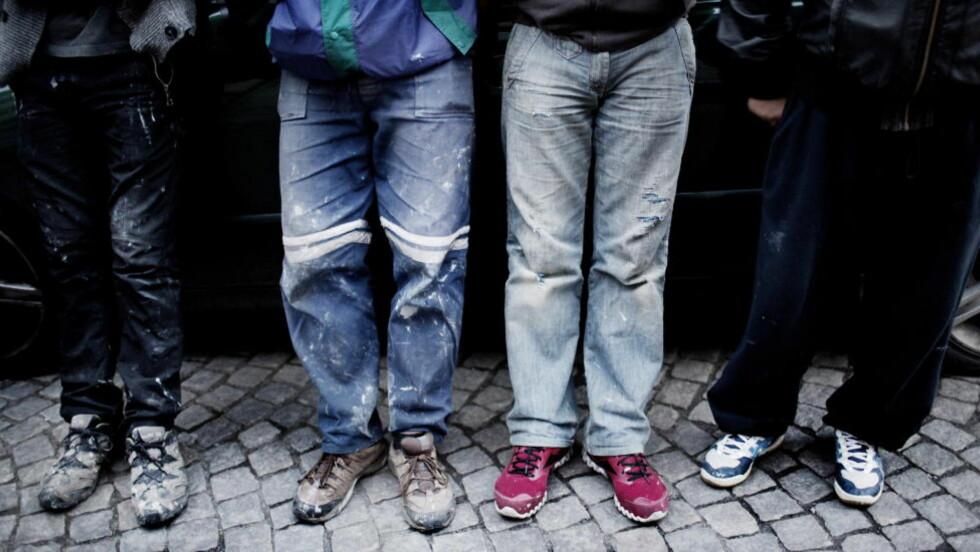 VIL IKKE LEVE SOM SLAVER: - Hvis noen kan tilby en ordentlig jobb og ordentlig arbeidsforhold, ville vi selvfølgelig sagt ja. Vi er ærlige mennesker, og vi ønsker å leve som ærlige og normale mennesker i Norge. Ikke som slaver, sier de fire rumenske arbeiderne. Foto: AGNETE BRUN / DAGBLADET