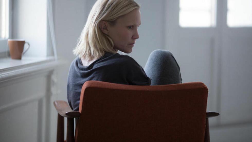 BLIND: Ellen Dorrit Petersen spiller hovedrollen som den blinde kvinnen i filmen «Blind». Foto: Kimm Saatvedt / Motlys / Flimweb
